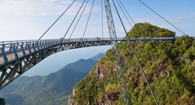 hanging-bridge-langkawi-island-malaysia_main